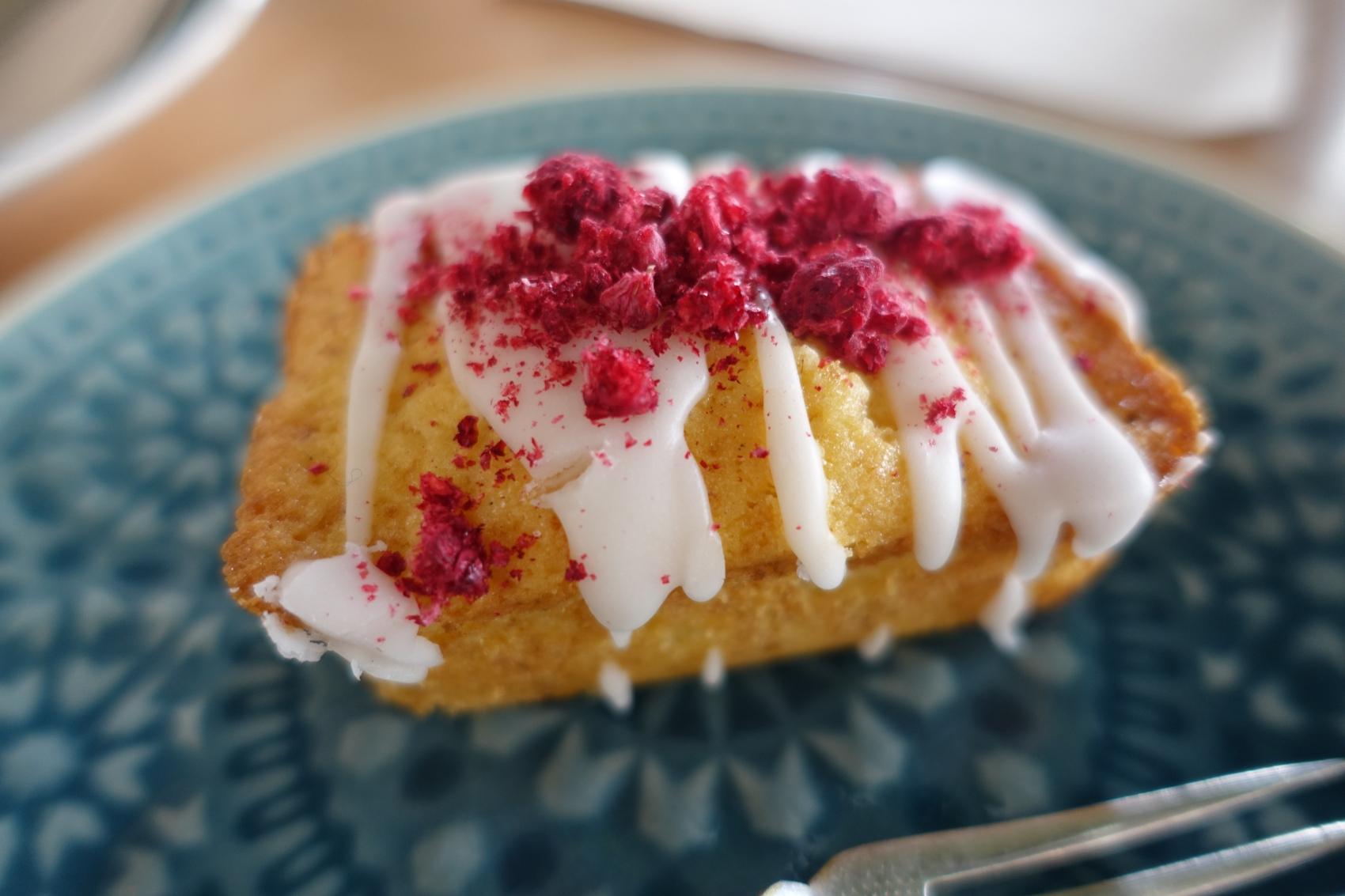 Mini-cake sans gluten citron-framboise (Crédit photo: Xuxu/Almamat(t)ers)